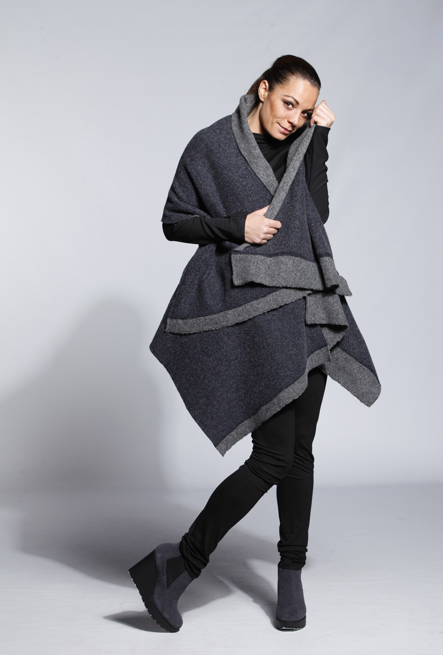 DARK BLUE WOOL PONCHO